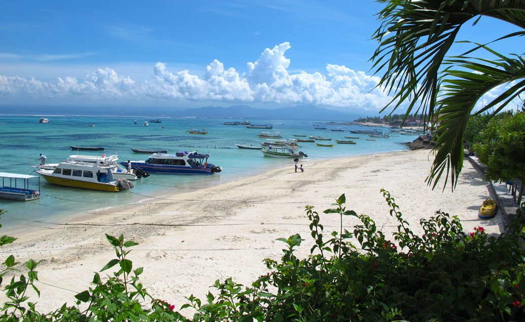 Ostrov Lembongan, oáza kľudu, šnorchlovanie s mantami